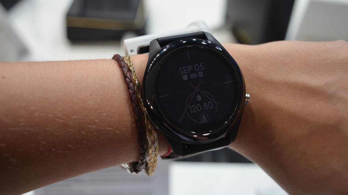 Asus VivoWatch SP Hands On: Killer Battery Life, Dull Display